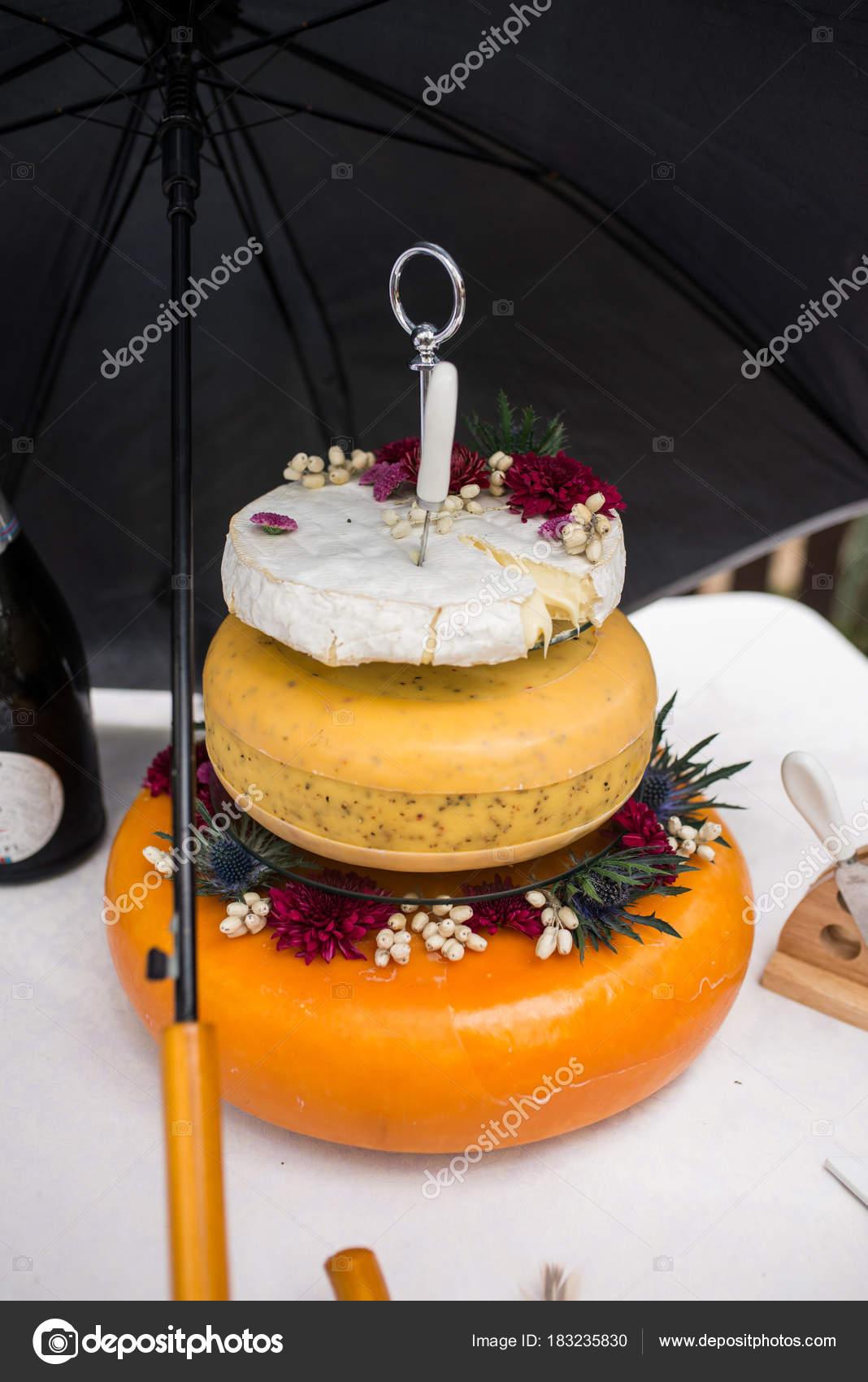Salz Hochzeitstorte Aus Kase Drei Kase Kopfe Wie Eine Hochzeitstorte