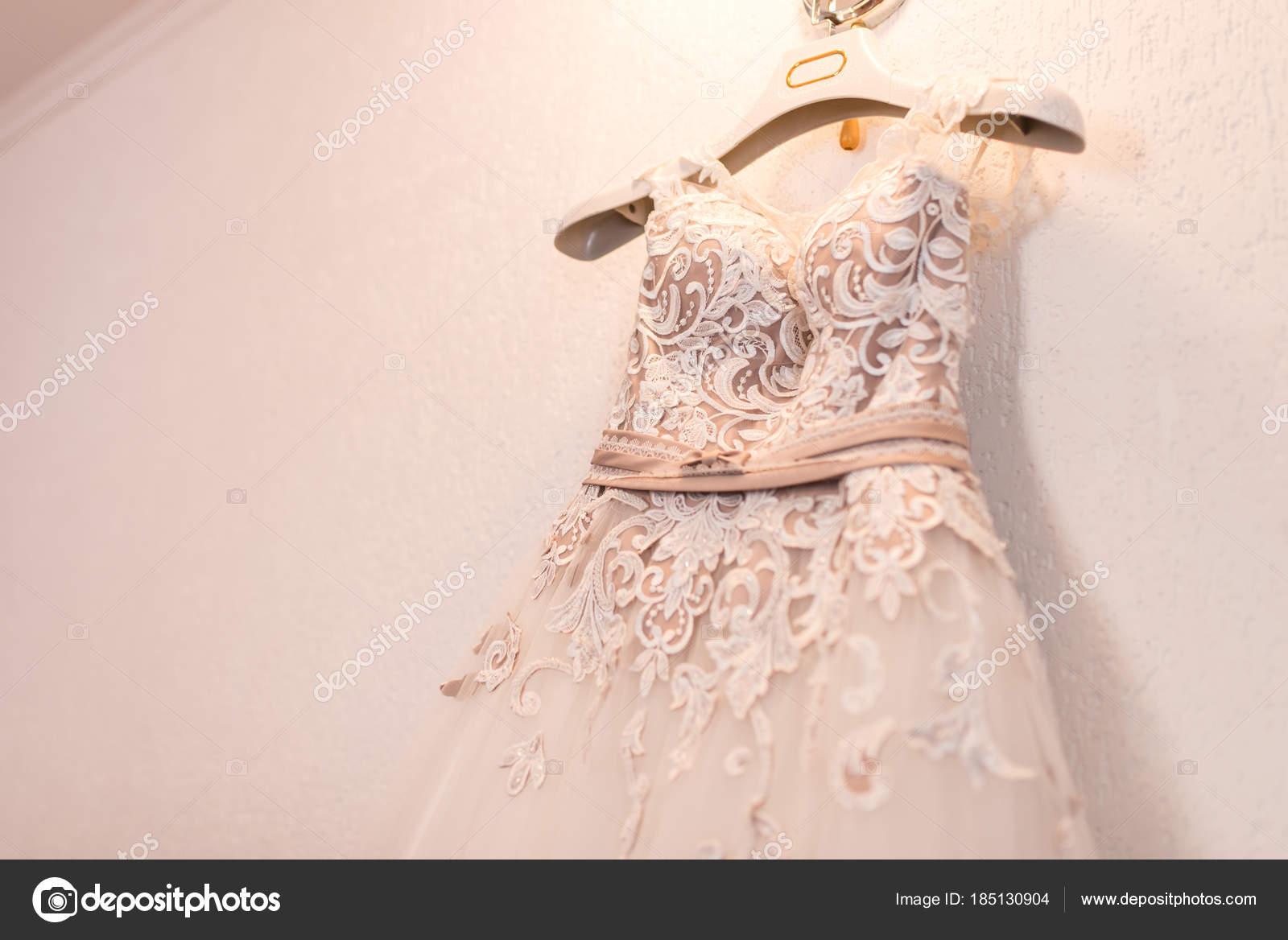 Imagen Blusa Vestido Novia Color Beige Una Percha Foto De