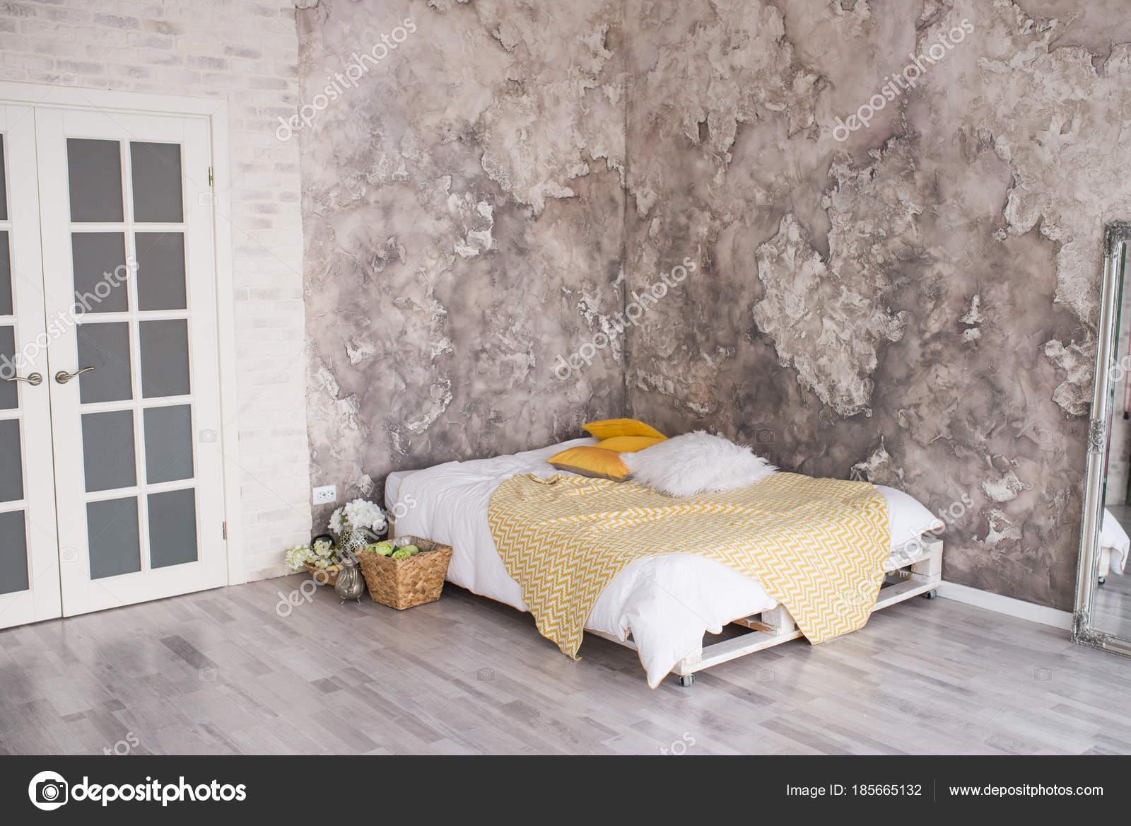 Palettenbett Weiß