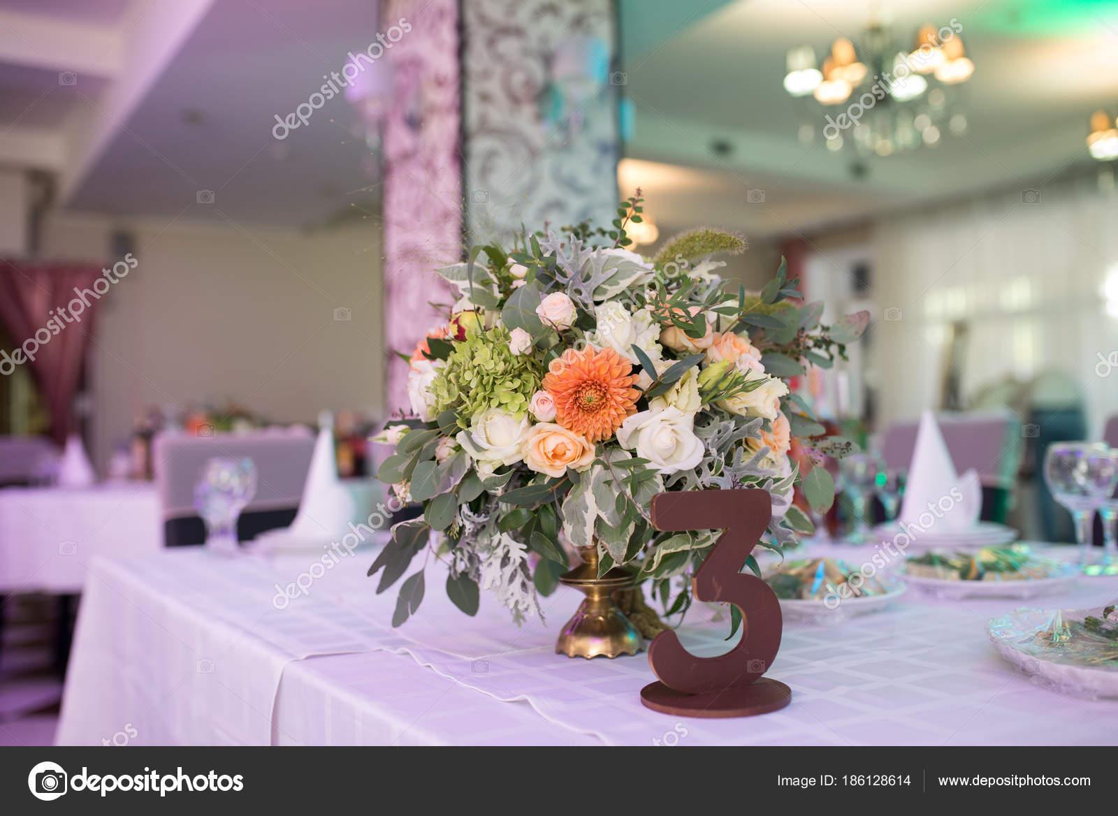 Number Three Rustic Flower Arrangement Beige Roses Table Guests