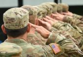 Fotografie uns Soldaten salutieren