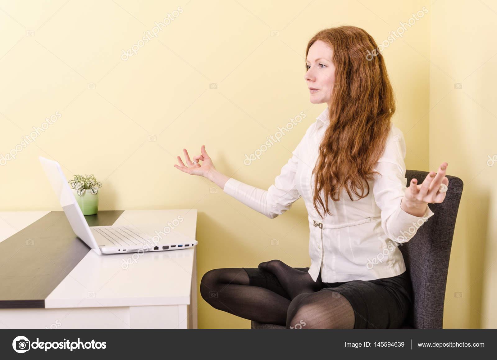 Karın Bölgesi için Sandalye Egzersizleri