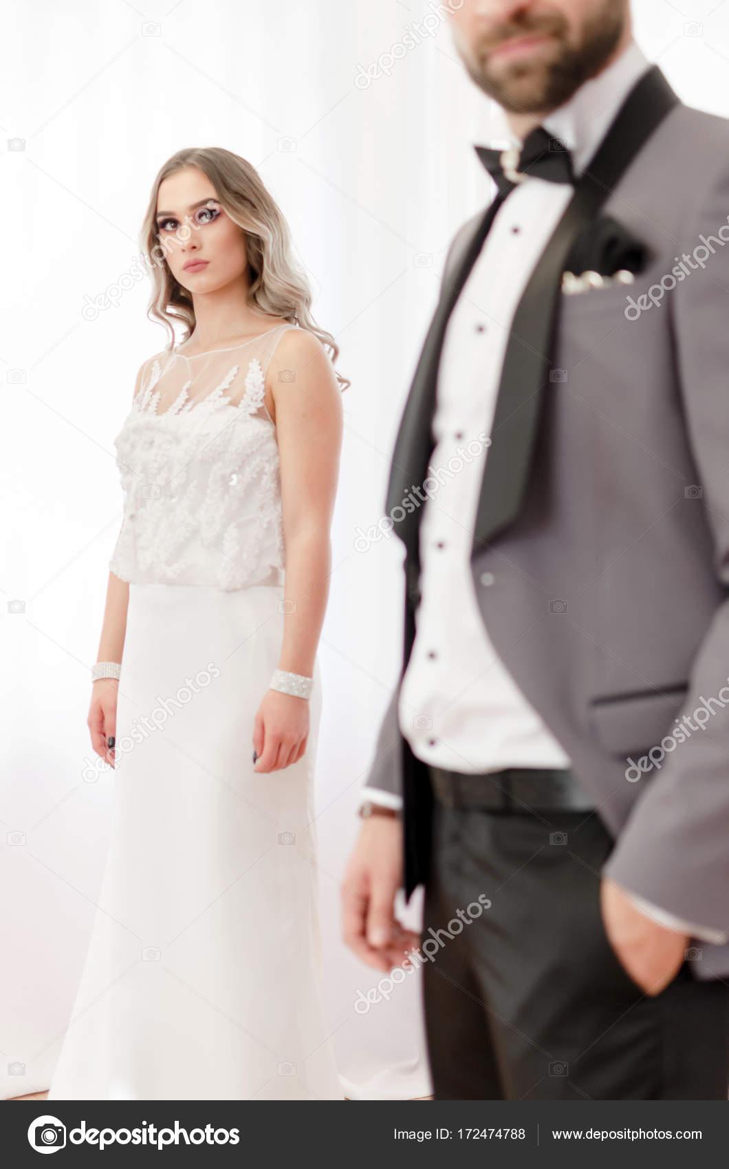 Hochzeitspaar in Eleganz Kleidung — Stockfoto © focusandblur #172474788