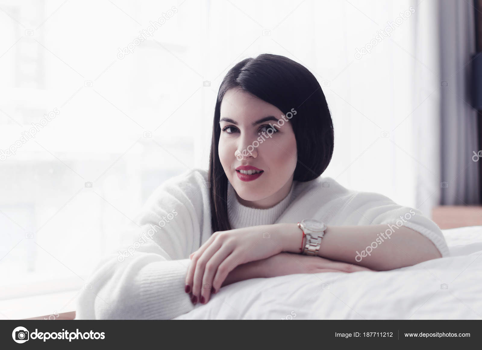 Смотреть фото модель по русски под юбкой предложила