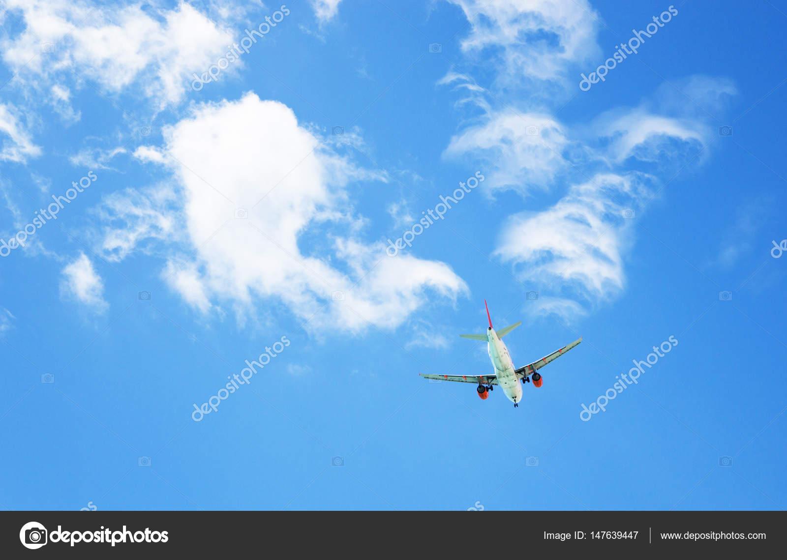 Een Vliegtuig In De Lucht Reizen Concept Horizontale Vakantie