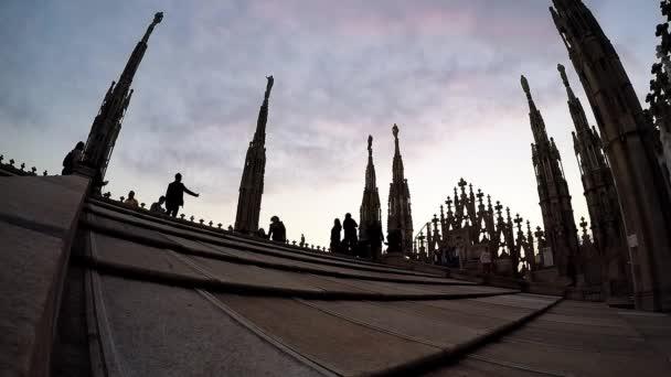 Gente Che Cammina Sulla Terrazza Sul Tetto Vicino Al Duomo A Milano Italia
