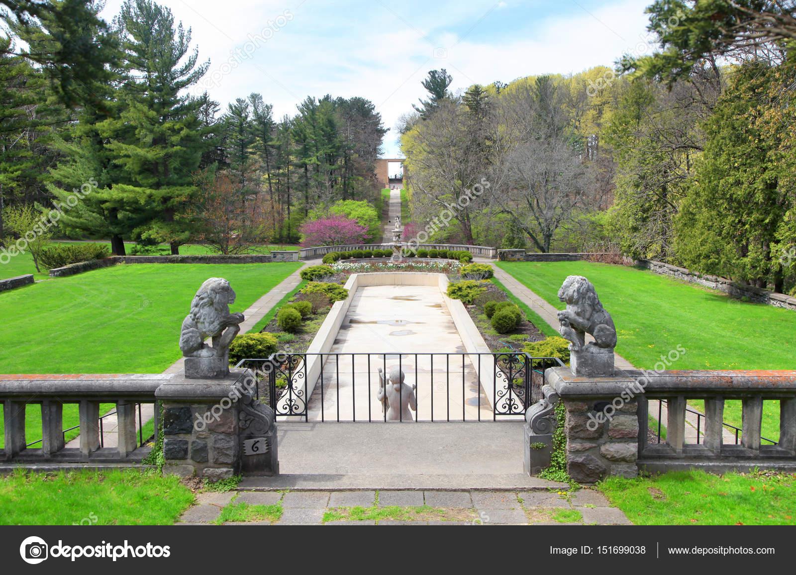 Scenic gardens at historic Cranbrook house . — Stock Photo ...