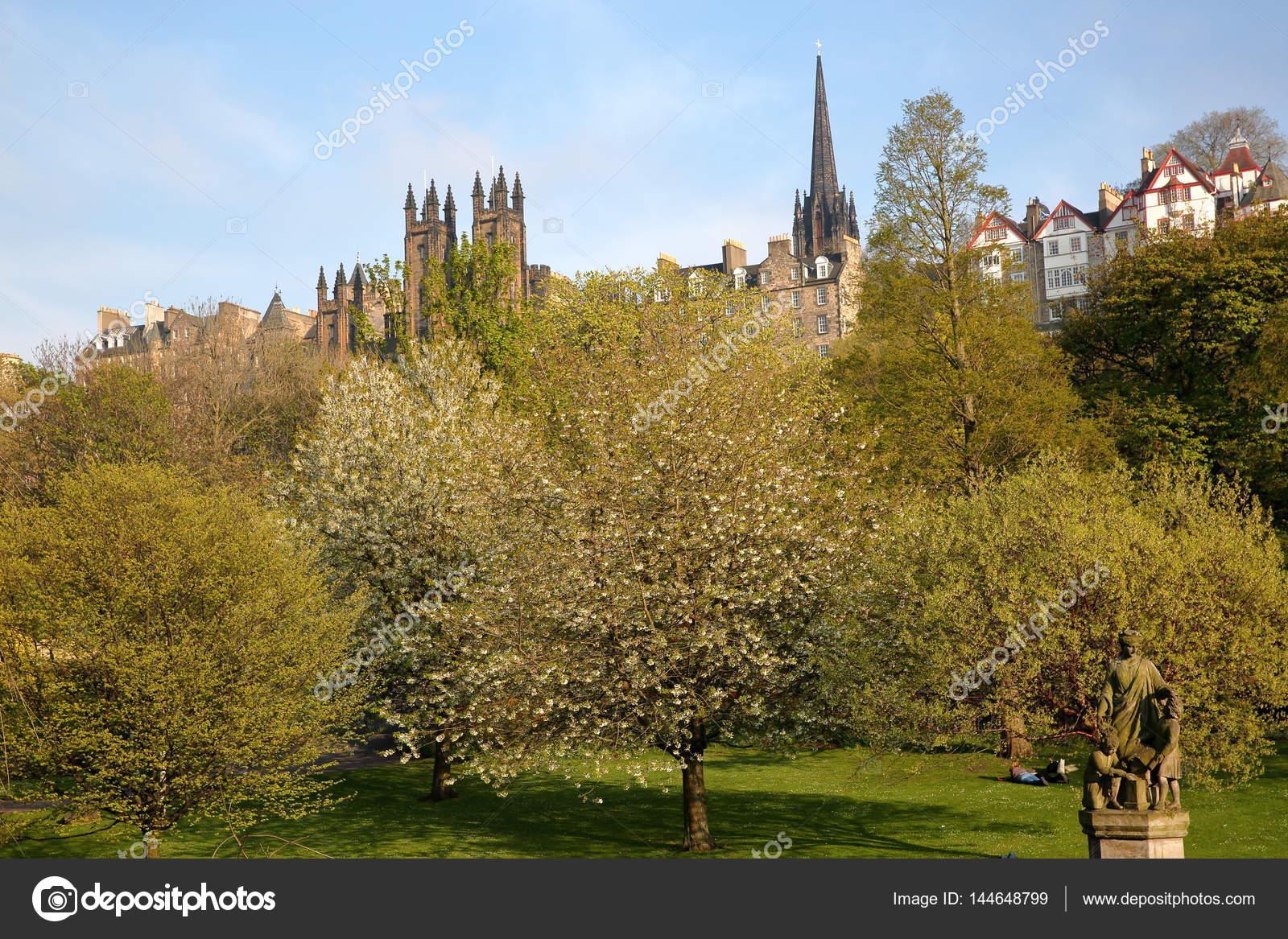 EDINBURGH, SCOTLAND: View of Princes Street Gardens with spring ...
