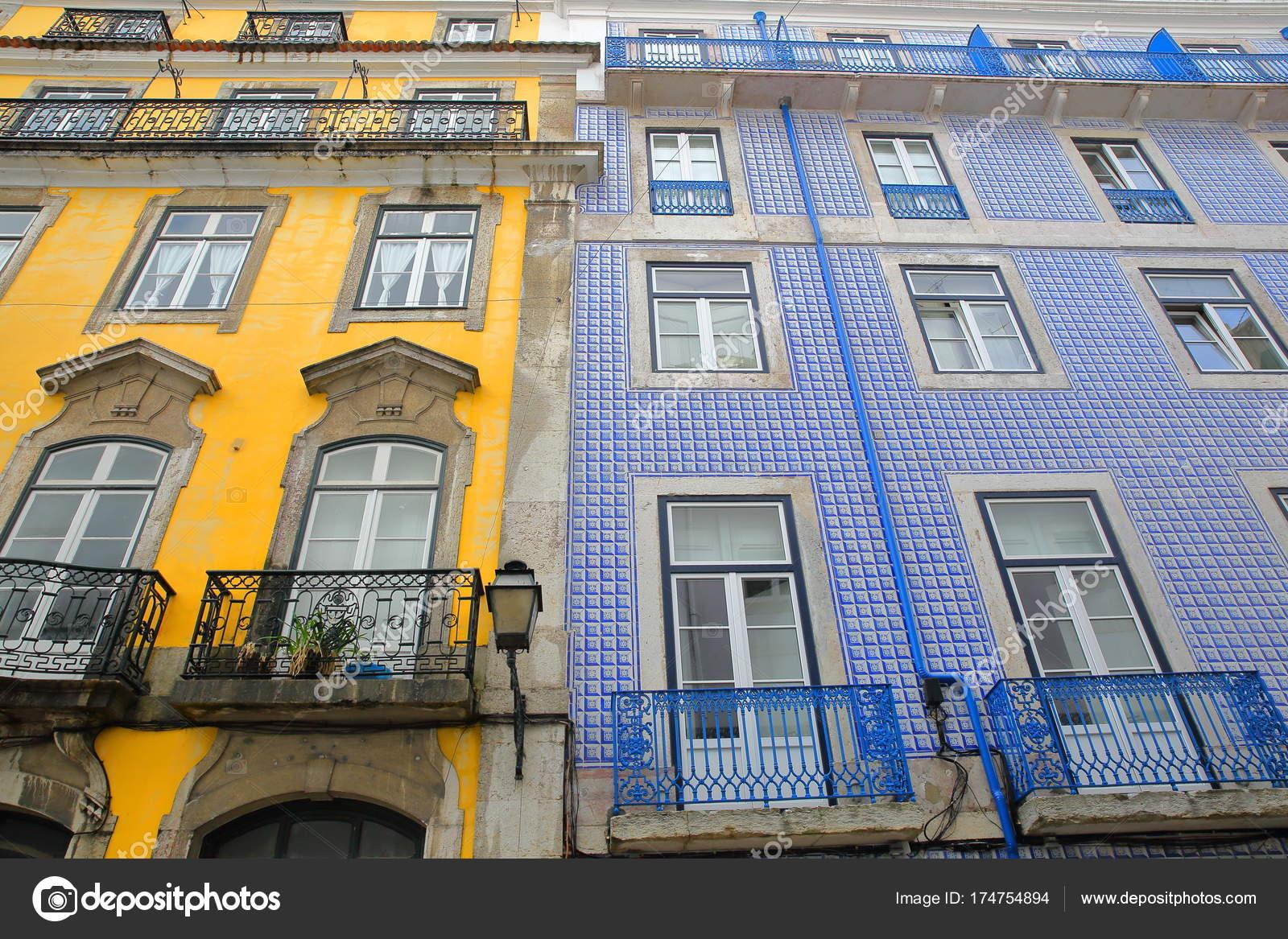 Casa facciate decorate con piastrelle colorate con balconi - Piastrelle balcone ...