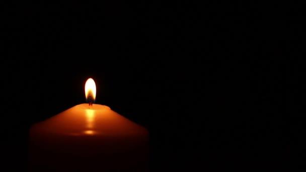 Ruční oheň svíčka