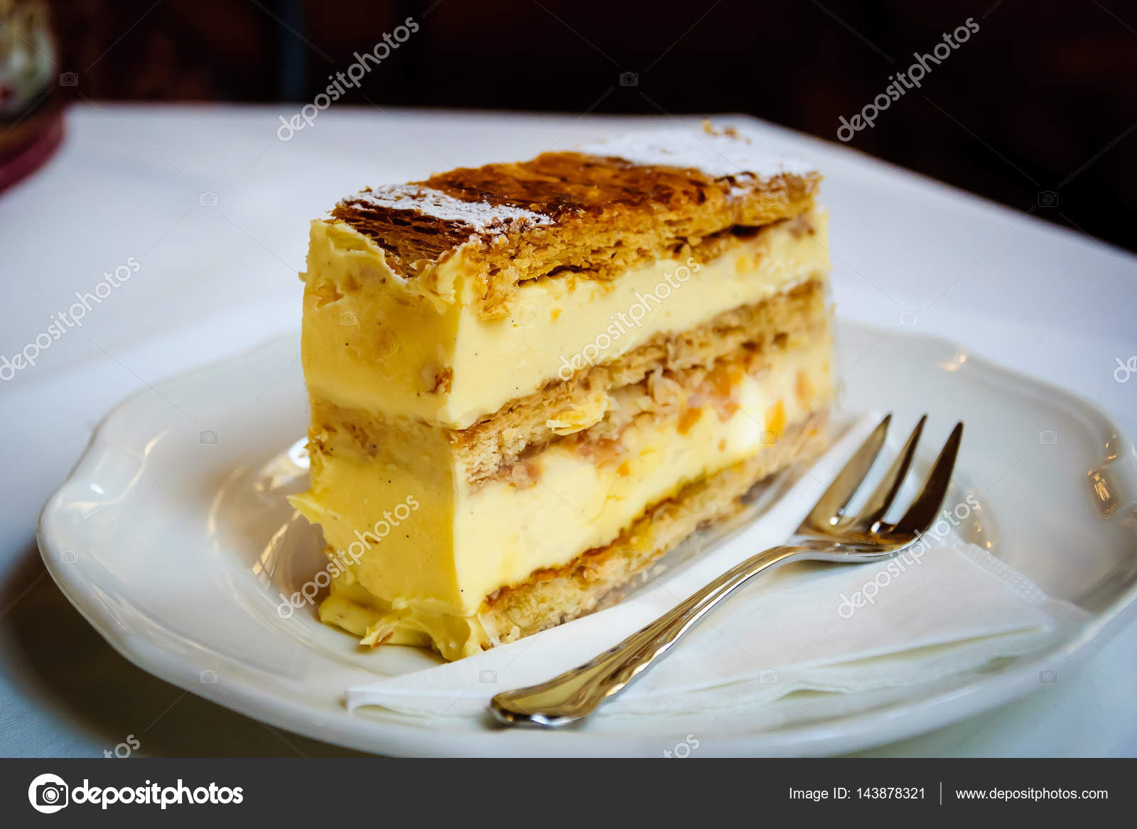 Süße Topfenstrudel Quark Mit Vanillesauce Stockfoto Eakkapan