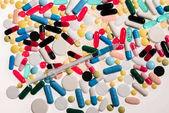 lékařské pilulky a stříkačky