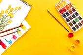 rajzok, festékek és ecsetek
