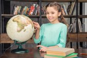 Photo girl with globe in library