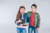 Děti s retro fotoaparát