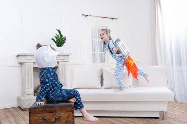 kids playing cosmonauts