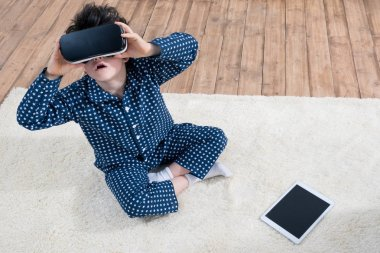 boy with Virtual reality headset