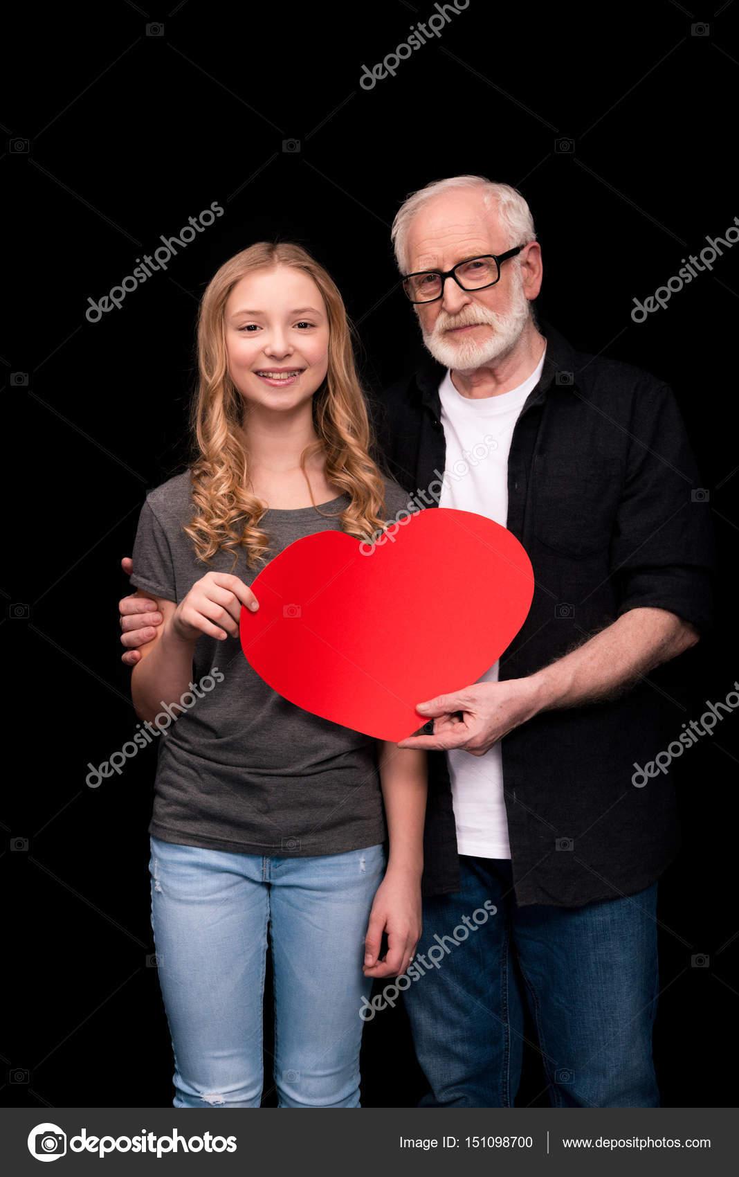Grand pere amoureux de sa petite fille [PUNIQRANDLINE-(au-dating-names.txt) 24