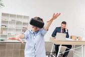 Fotografia Ragazzo con occhiali di realtà virtuale