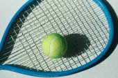 Photo tennis racket and ball on floor