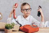 Fotografie kluk s smartphone a telefon
