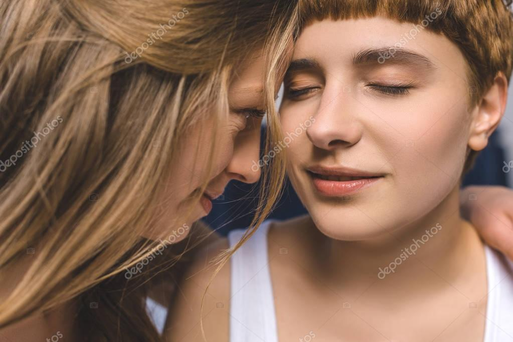 lesbisk ansikte sittande bilder Teen anal pärlor Porr