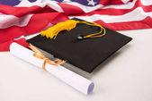Érettségi mortarboard és diploma