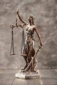 Fotografia statua della signora giustizia