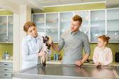 Az ember és az állat-egészségügyi orvos lánya