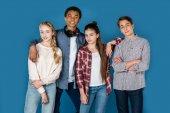 Gruppe stilvoller Teenager
