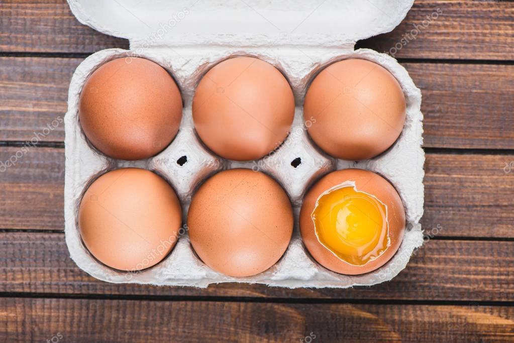 chicken eggs in box