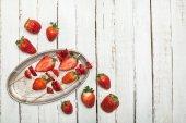 jahody v dřevěné špejle