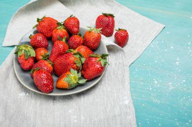 strawberries with powdered sugar