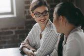 Fotografie mnohonárodnostní podnikatelky na pracovišti