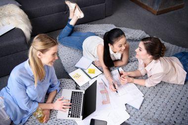 businesswomen having discussion