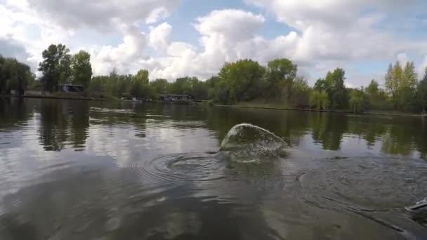 Jezero pstruh duhový epické rybolov okamžik