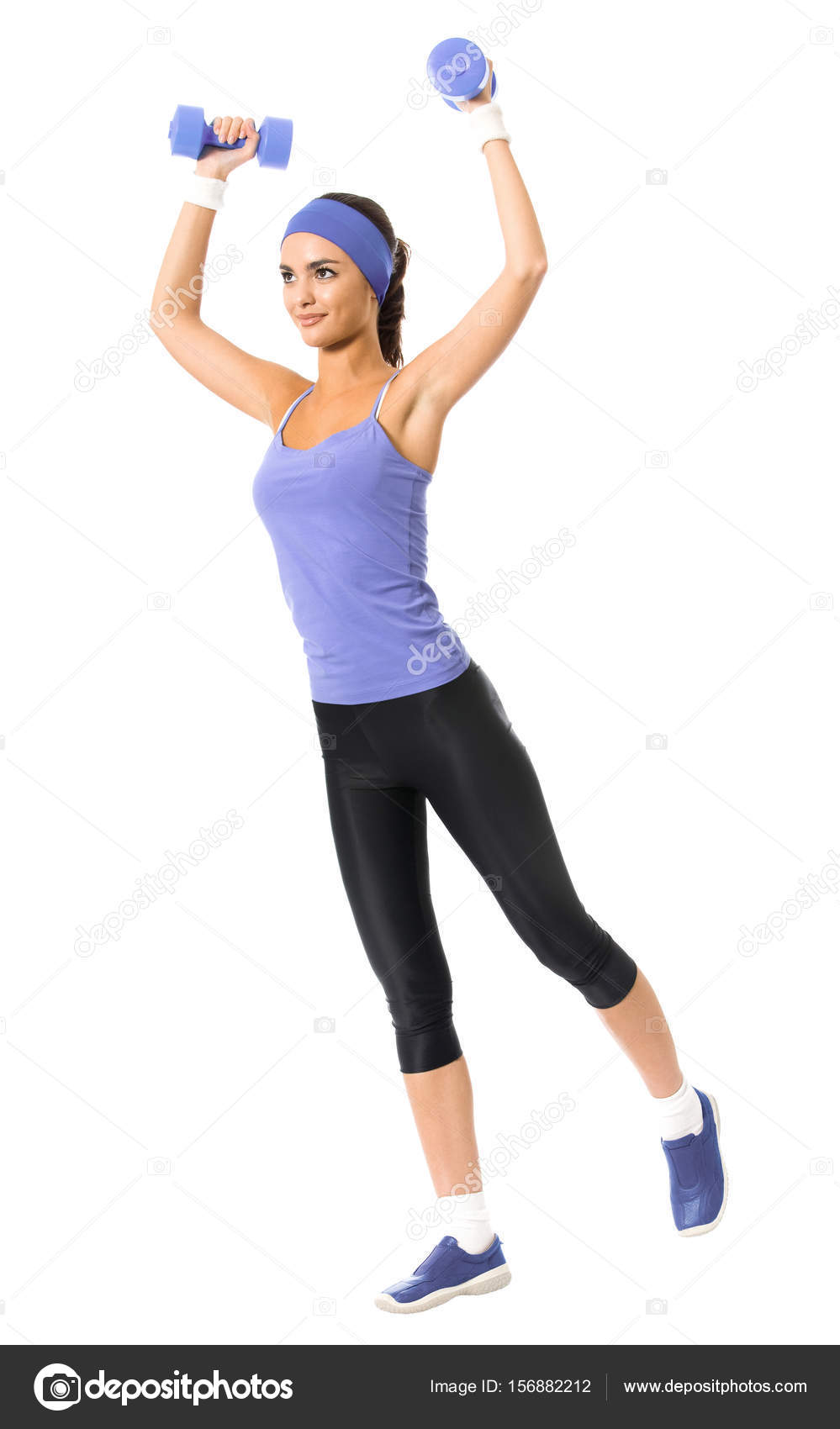 fae9d1f854827 Cuerpo entero de feliz sonriente mujer en ropa deportiva violeta