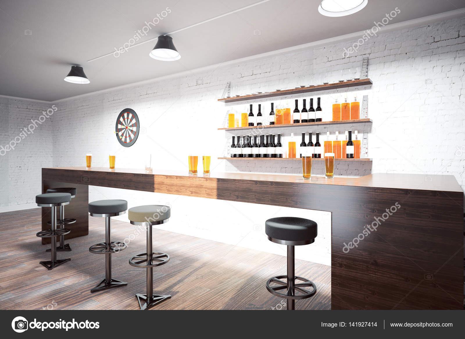 Vista laterale di interiore del pub moderno con contatore sgabelli