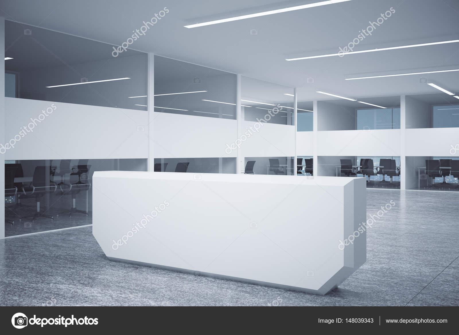 Bancone Per Ufficio : Banco per reception in centro ufficio u foto stock peshkova