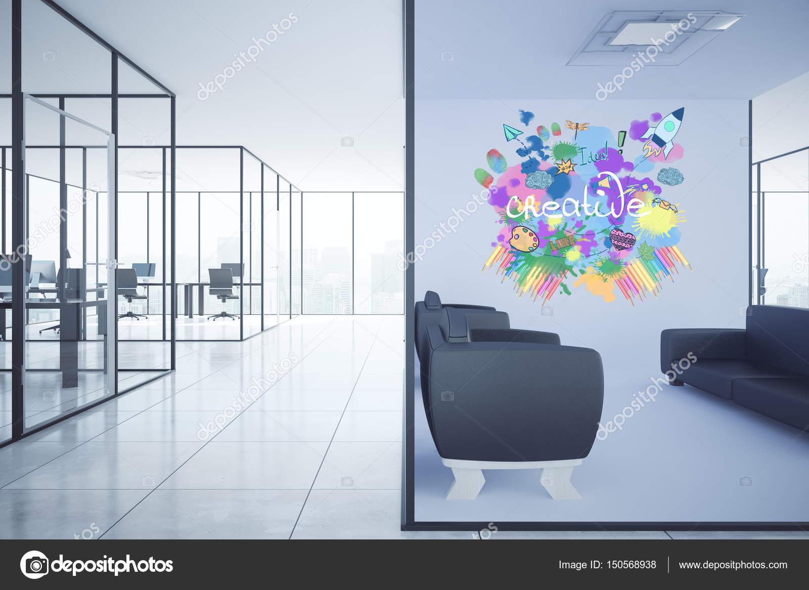 Moderne Büroeinrichtung mit Lounge-Bereich, Arbeitsplätzen und ...