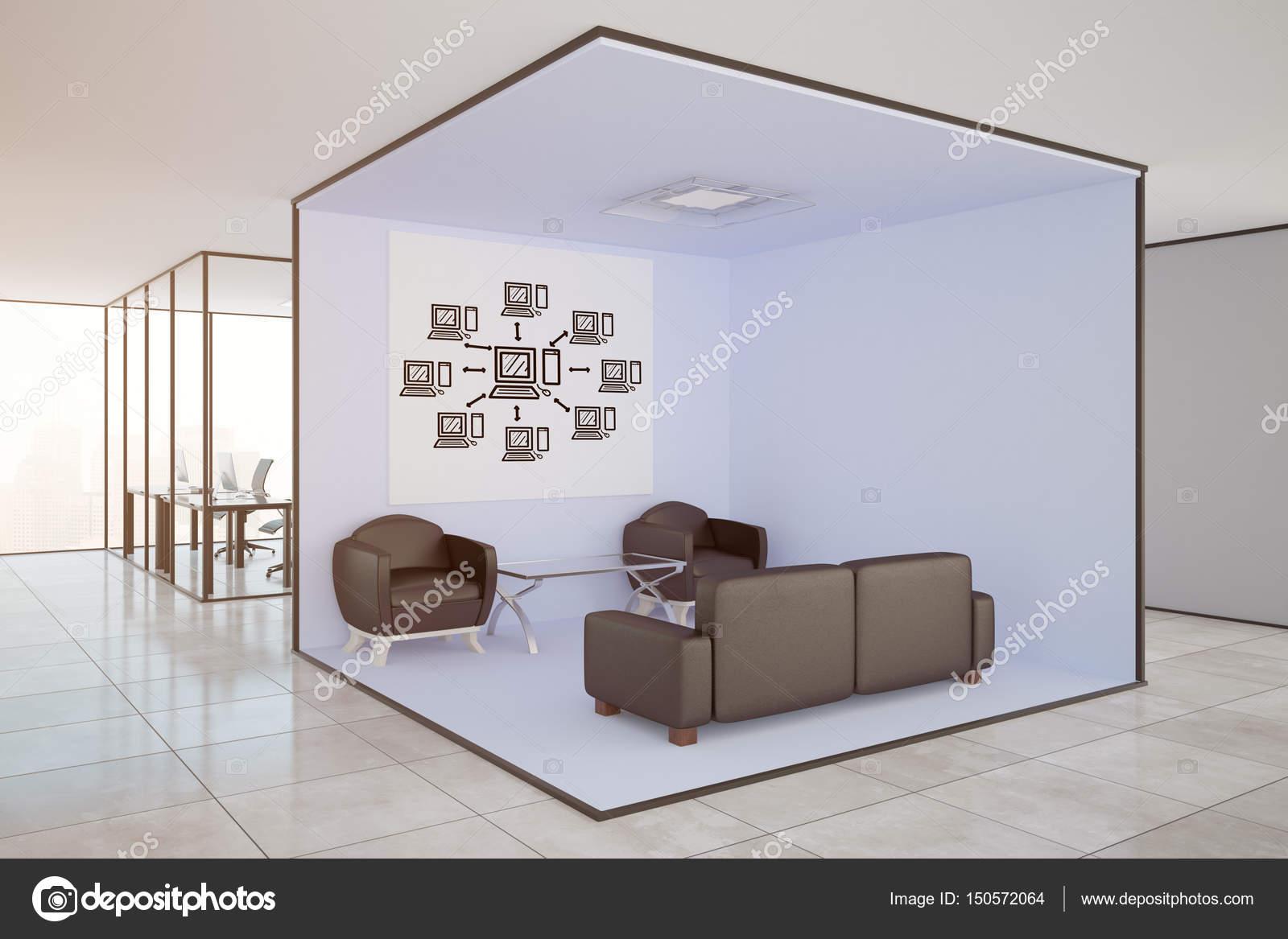 Moderne Büroeinrichtung mit Lounge-Bereich, am Arbeitsplatz und ...