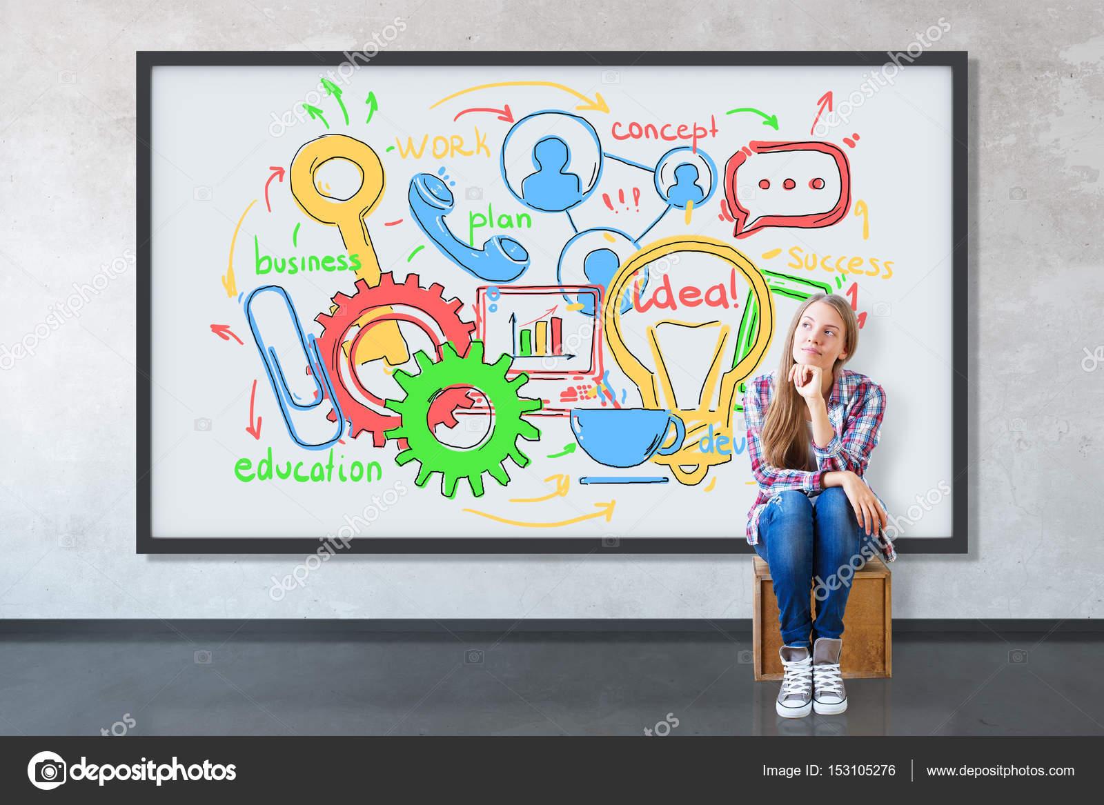 Nachdenkliche junge Frau sitzt im Inneren mit bunten Geschäft Skizze ...