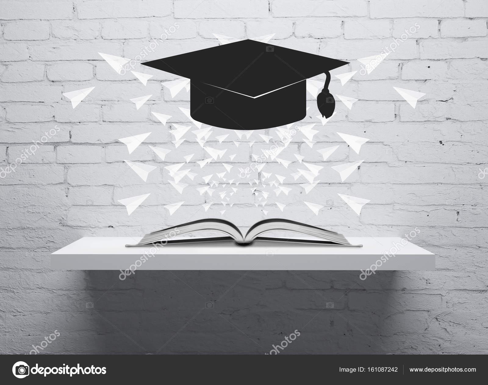 Abstrakte schwebenden Quaste oben Regal mit aufgeschlagene Buch und ...