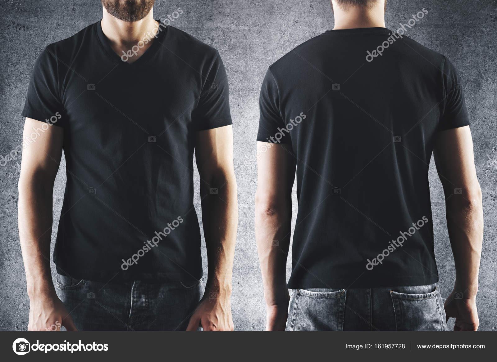 Männchen im leeren schwarzes t-shirt — Stockfoto © peshkova #161957728