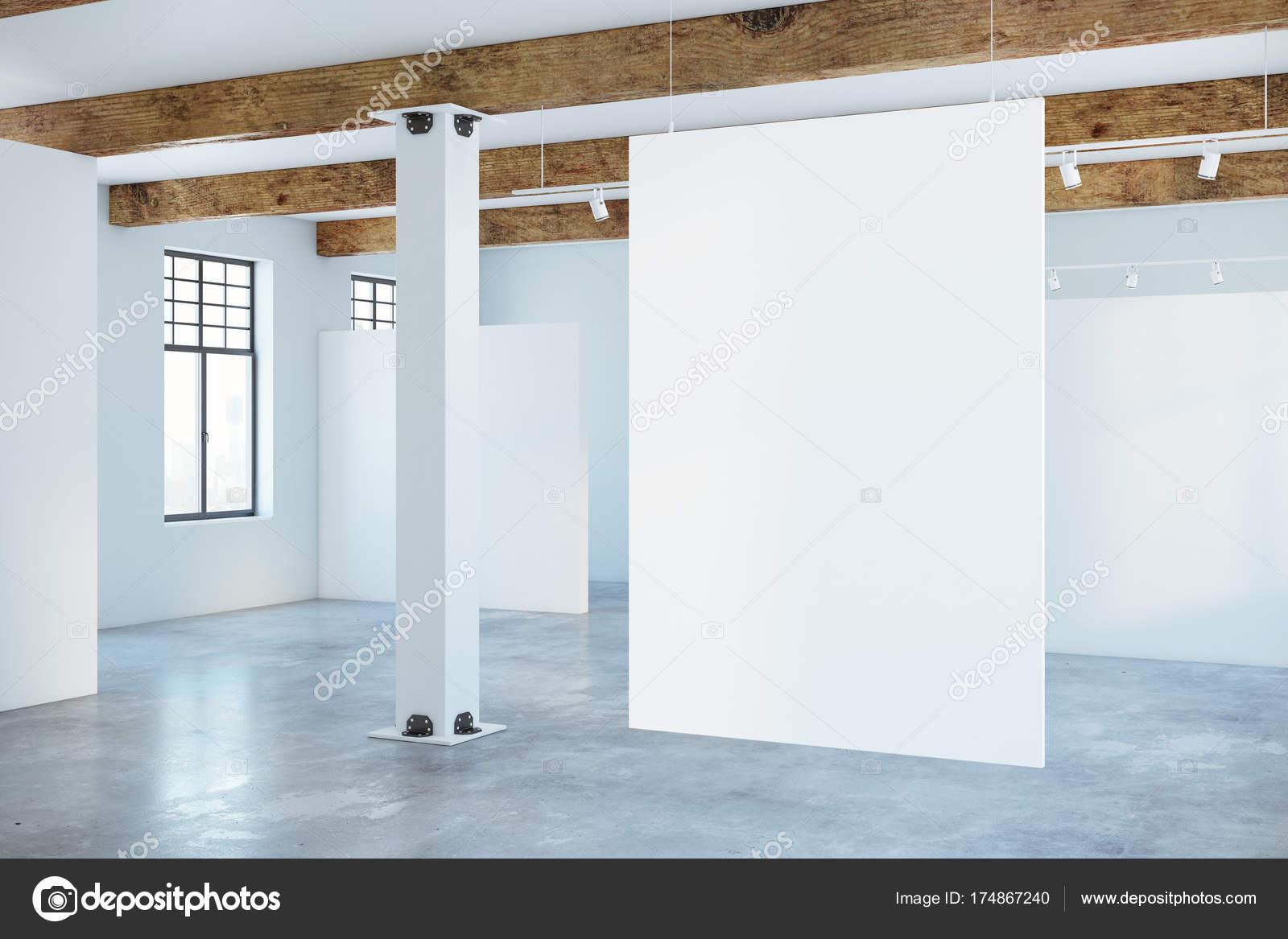 Modernes interieur mit leere plakat u stockfoto peshkova