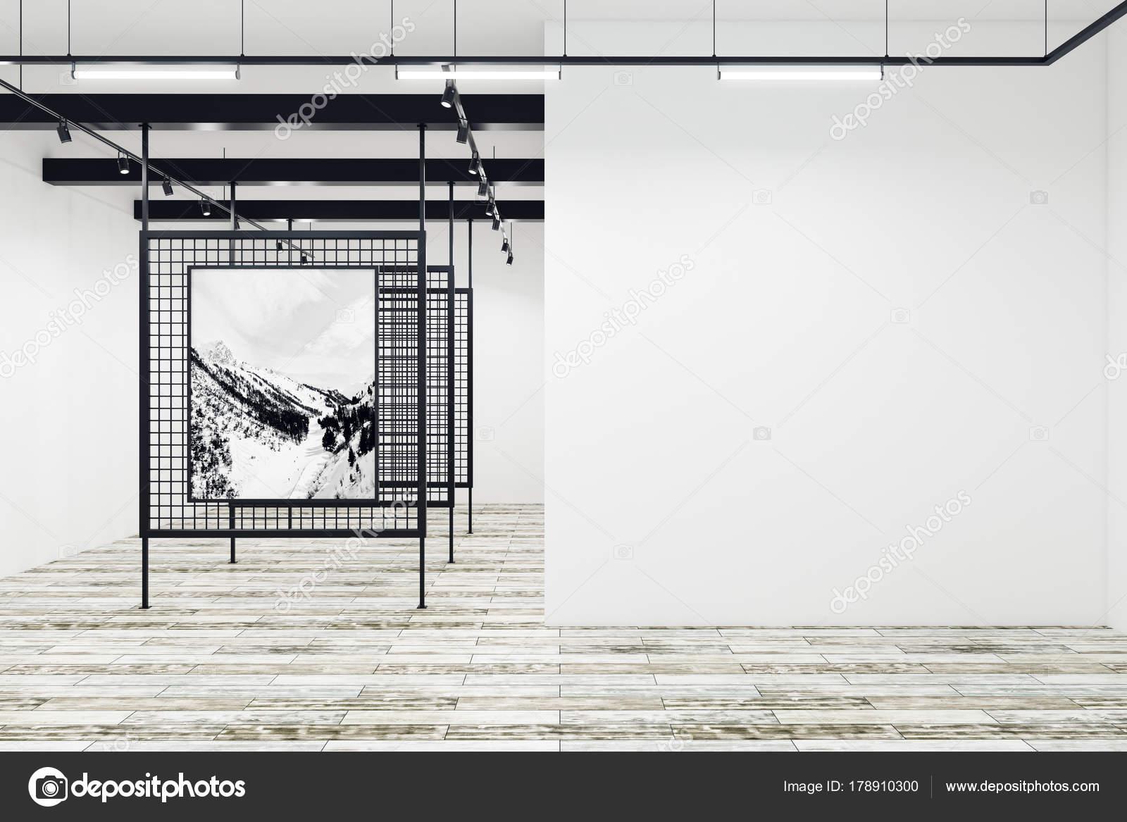 Moderne Galerie mit leeren Plakatwand — Stockfoto © peshkova #178910300
