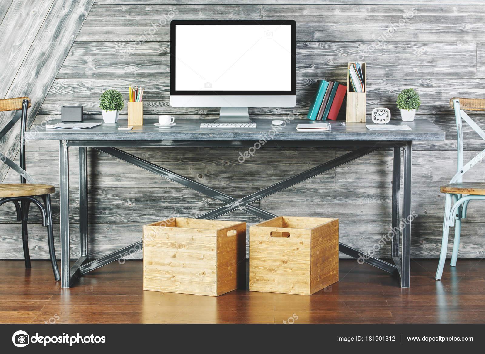 Nettoyer lintérieur avec ordinateur blanc vide u2014 photographie