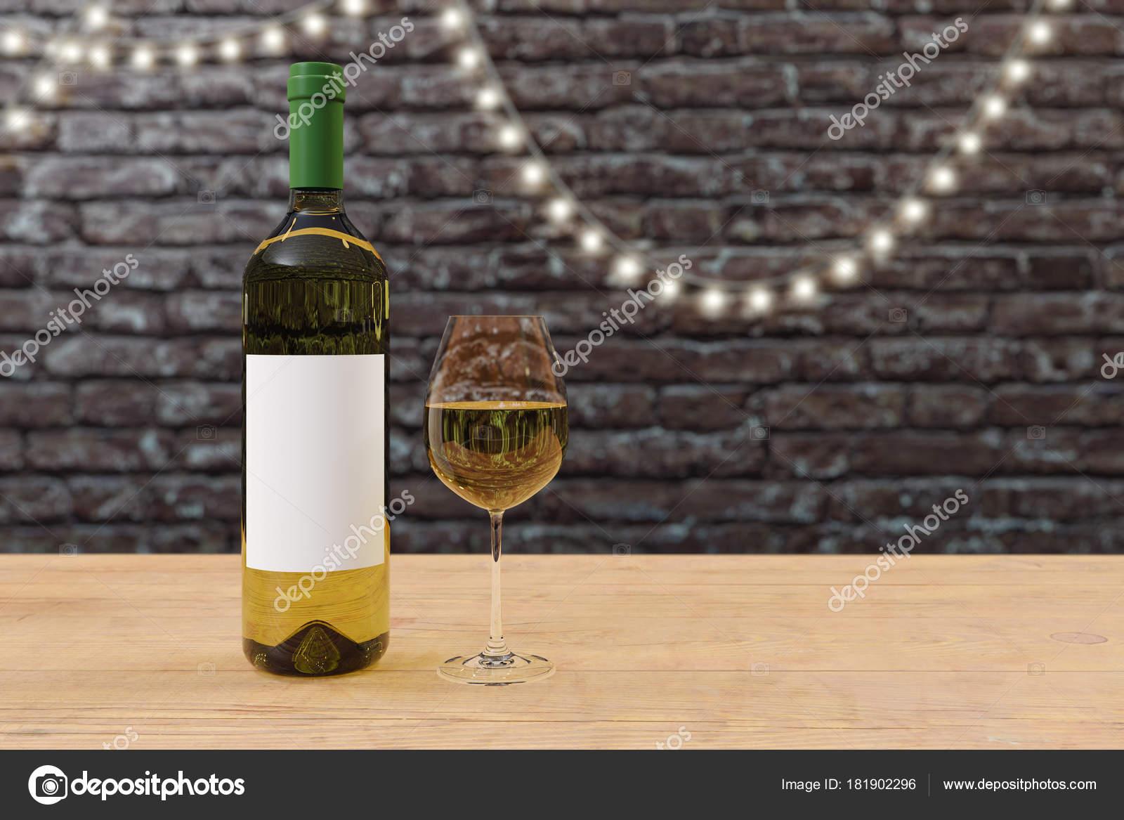 Pareti Con Bottiglie Di Vetro : Chiuda della bottiglia vino bianco con etichetta vuota vetro sul