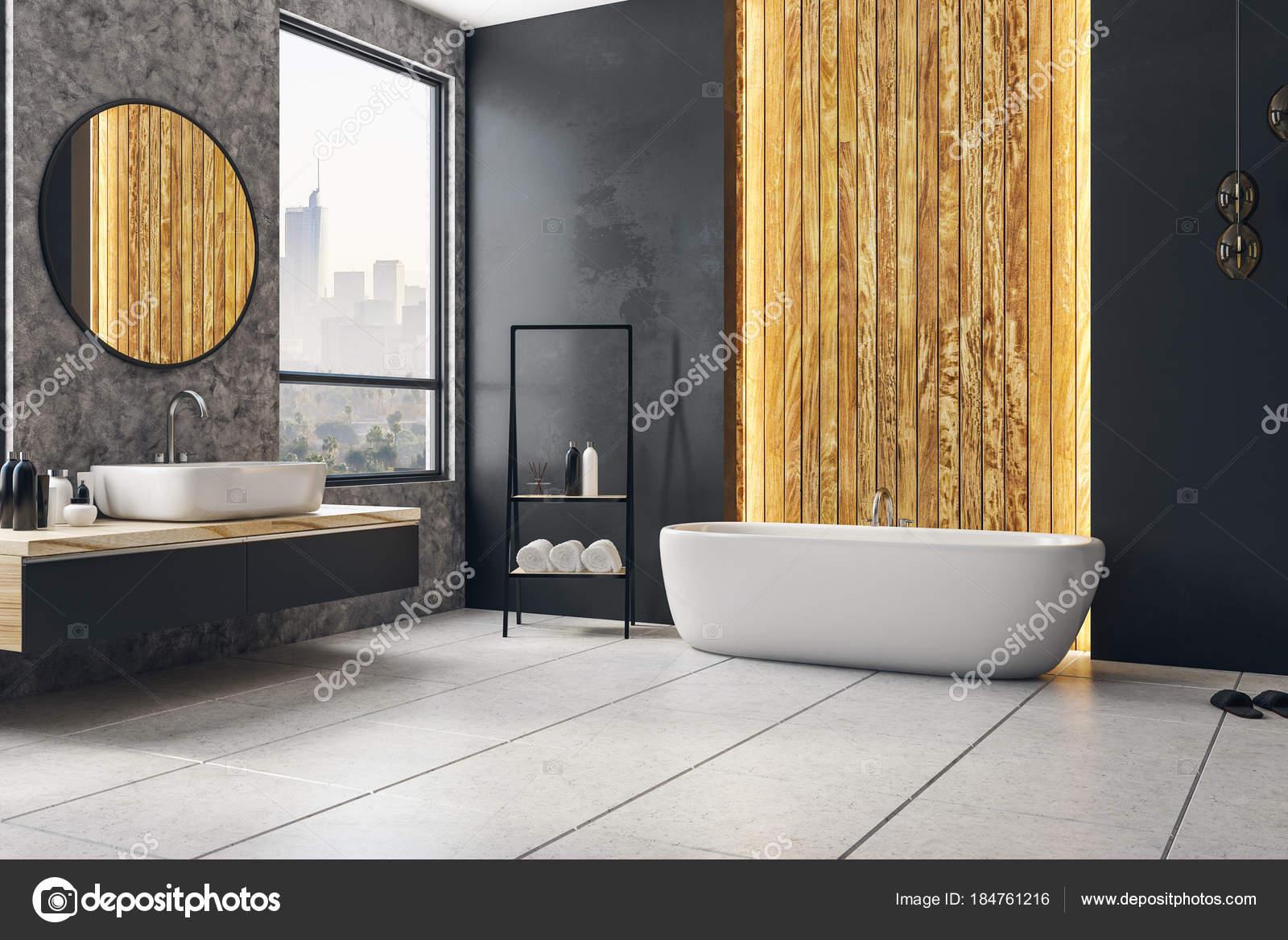 Bagno di colore scuro con manifesto in bianco u foto stock