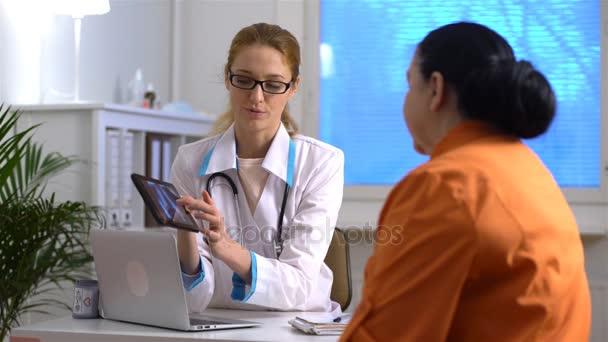 Пациентка у врача видео